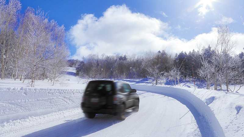 雪道自動車イメージ