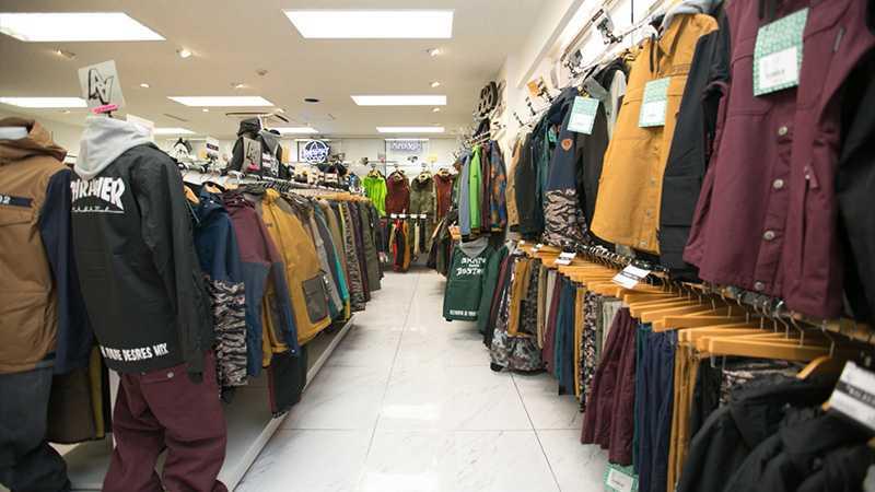 スノボツアー店舗スタッフオススメ!今年の流行ウェア